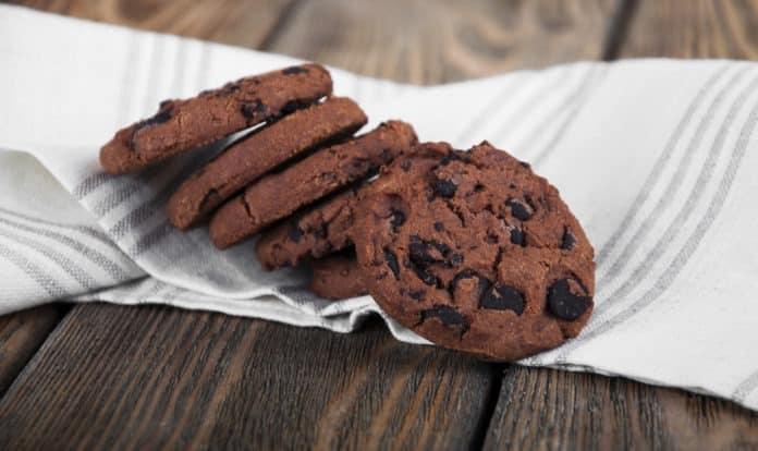 celozrnné kakaové cookies