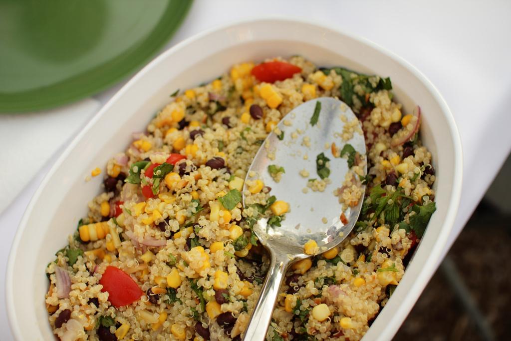 quinoa s tuňákem a fazolemi