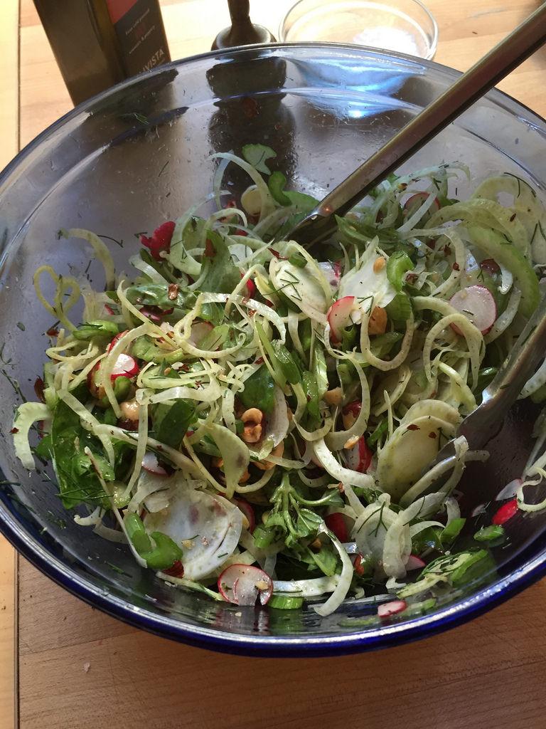 salát s fenyklem
