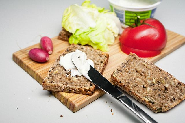 chléb + žervé + zelenina