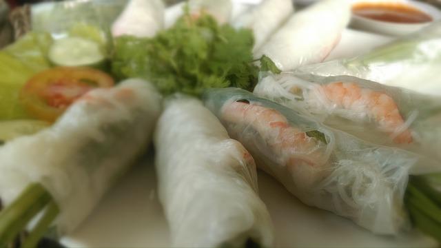 jarní závitky se zeleninou a krevetami