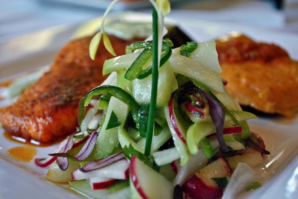 ředkvičkový salát s lososem