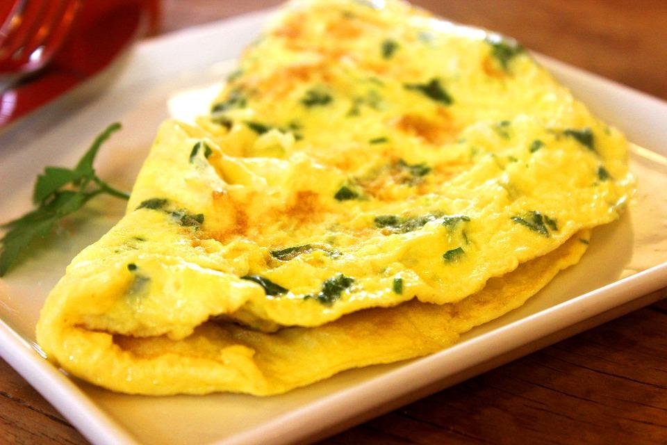 omeleta s jarní cibulkou