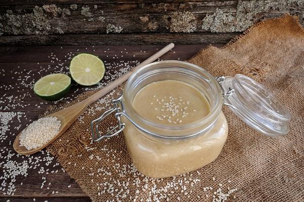uchování sezamové pasty tahini