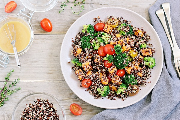 quinoa s pečenými rajčátky