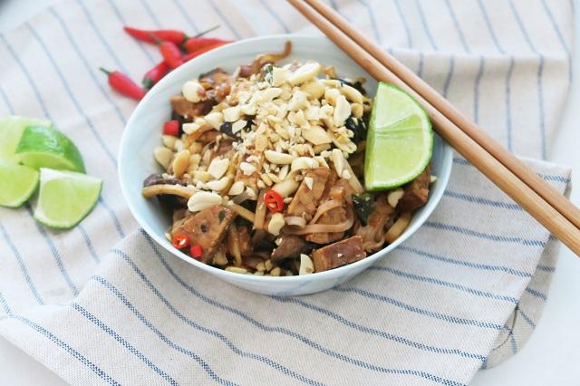Rýžové nudle s tempehem, portobello a bambusovými výhonky