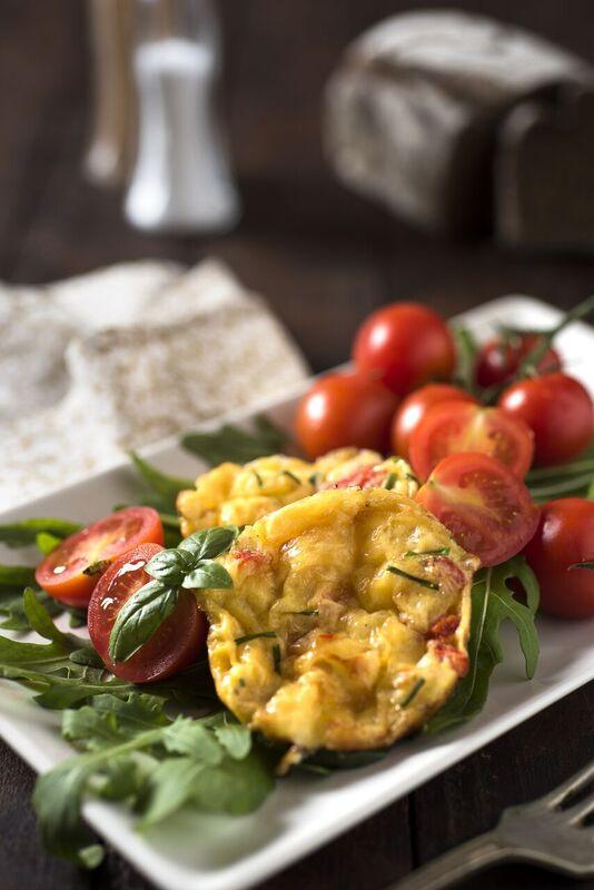 Vaječné muffiny se šunkou, zelenina