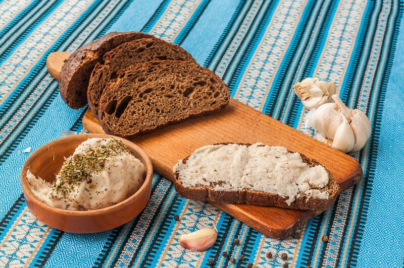 chleb-s-cesnekovou-pomazankou