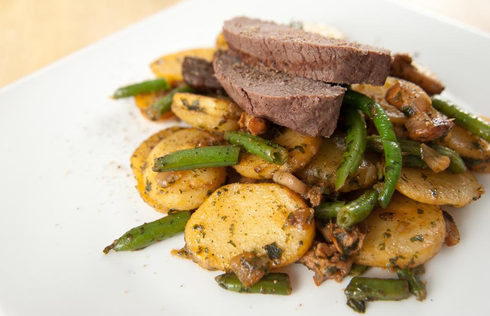 steak-s-fazolkami-a-bramborem