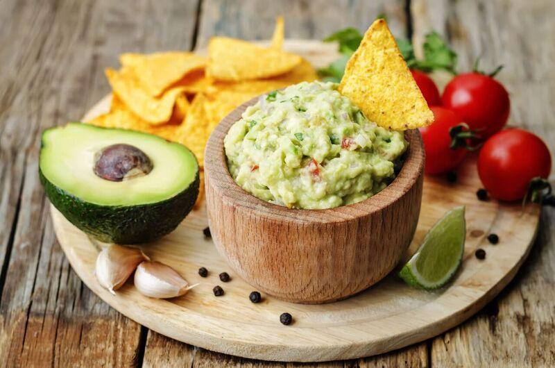 Guacamole s kukuřičnými suchary