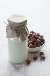 kefirove-mleko-s-liskovymi-orechy