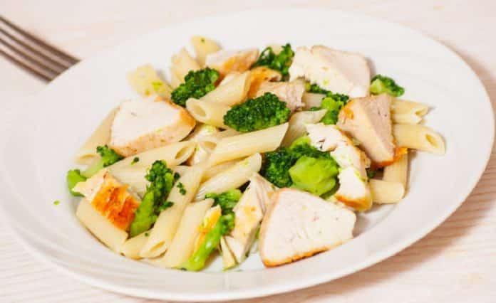 celozrnne-testoviny-s-brokolici-a-kurecimi-kousky