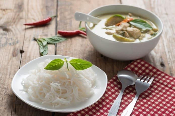 kari-s-krutim-masem-zeleninou-a-kokosovym-mlekem