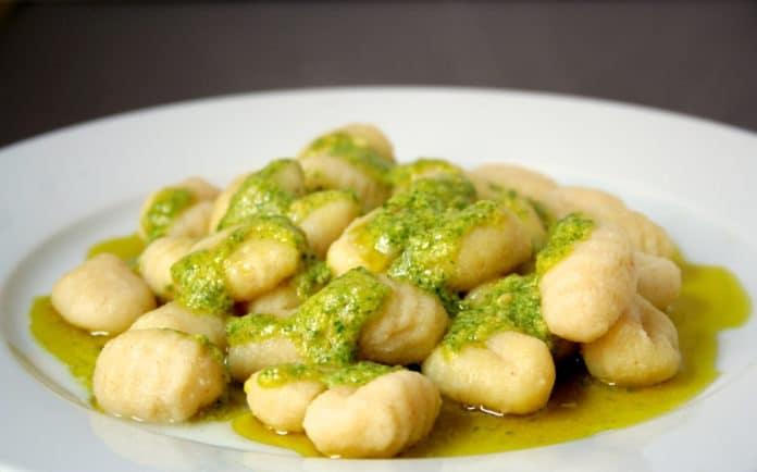 bramborové noky s bazalkovým pestem