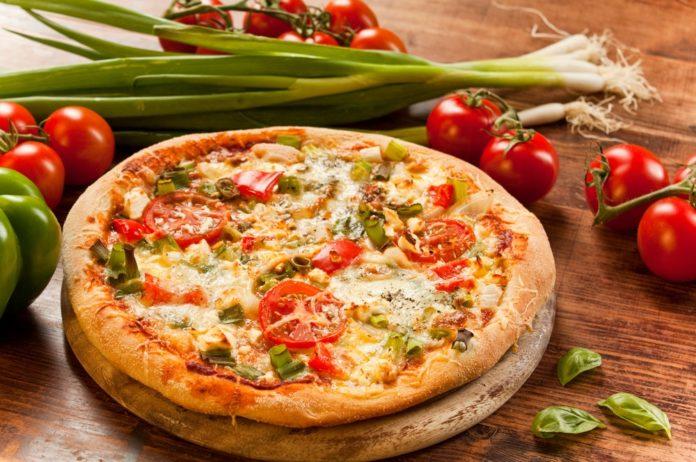 celozrnná pizza se zeleninou a nízkotučným sýrem