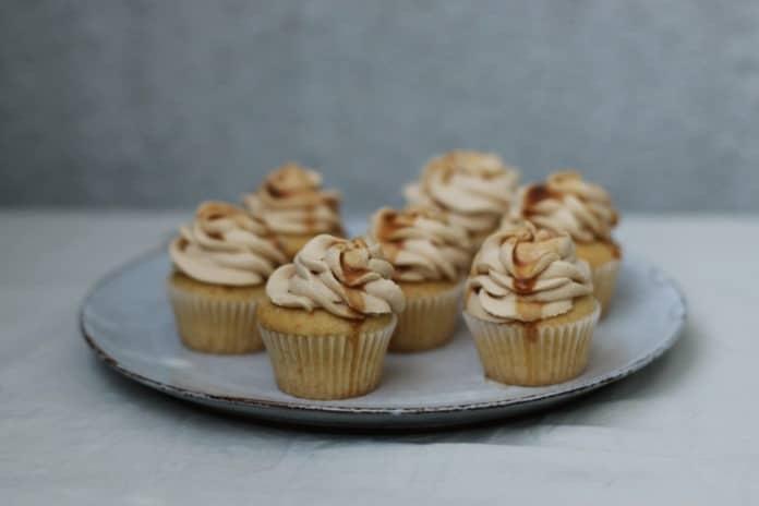 karamelové cupcakes