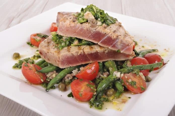 steak z tuňáka se zeleninou
