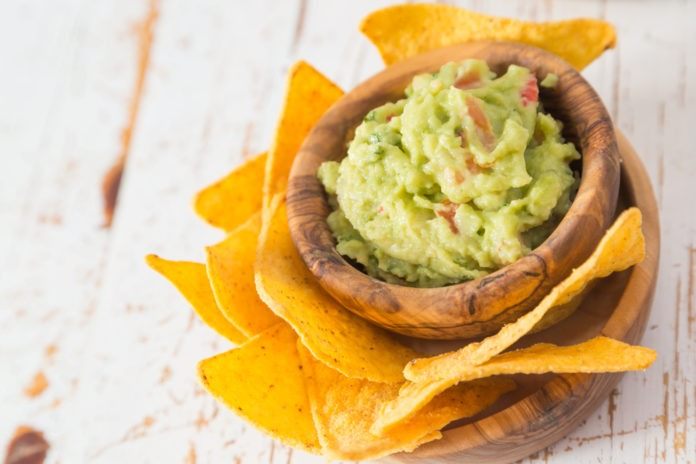 guacamole s kukuřičnými nachos