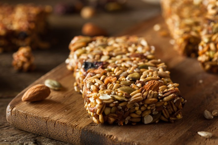 Ořechovo-semínková tyčinka bez cukru