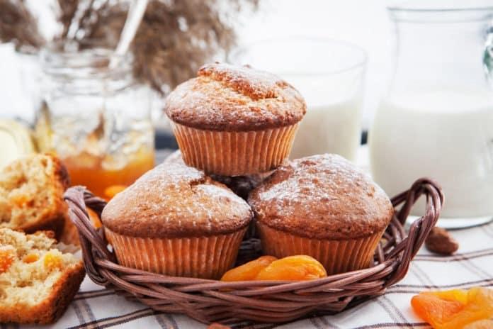 celozrnné muffiny s meruňkami a bílým jogurtem