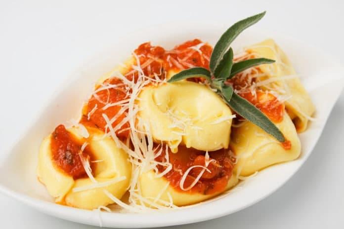 tortellini s rajčatovou omáčkou a sýrem light