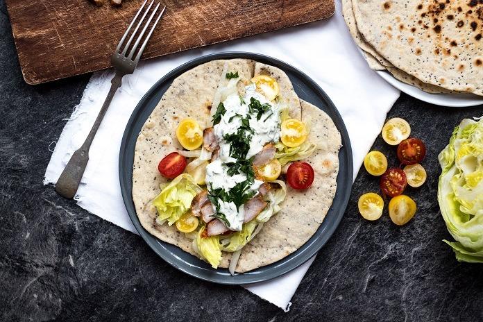 domácí tortilly s kuřecím masem a zeleninou