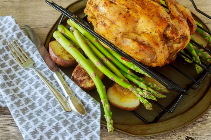 pečené kuře s chřestem a brambory