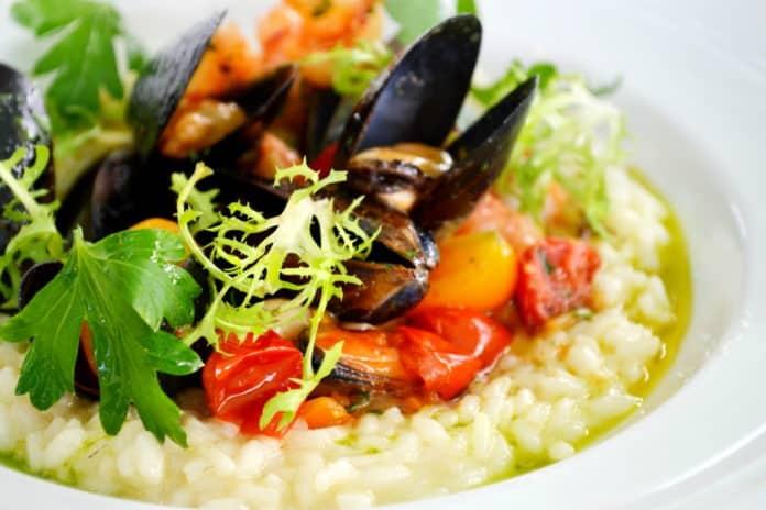 rizoto se zeleninou a mořskými plody