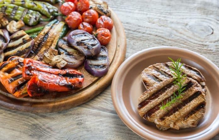 hovězí steak s grilovanou zeleninou