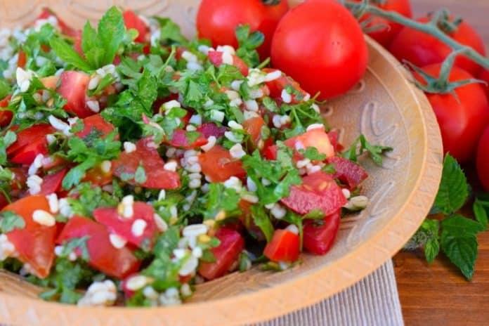 Tabbouleh aneb bylinkový salát s petrželkou a rajčaty