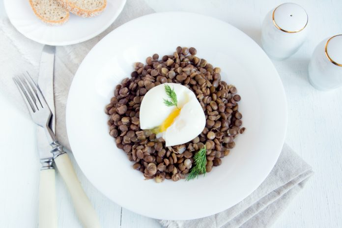 čočka s vejcem