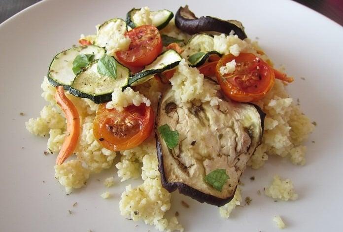 jáhly s pečenou zeleninou a italskými bylinkami