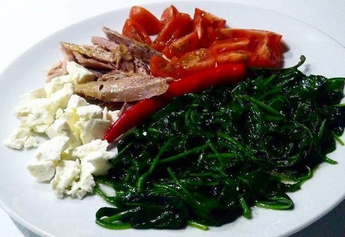 krůtí maso se špenátem a balkánským sýrem