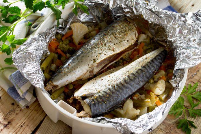 pečená makrela v alobalu se zeleninou