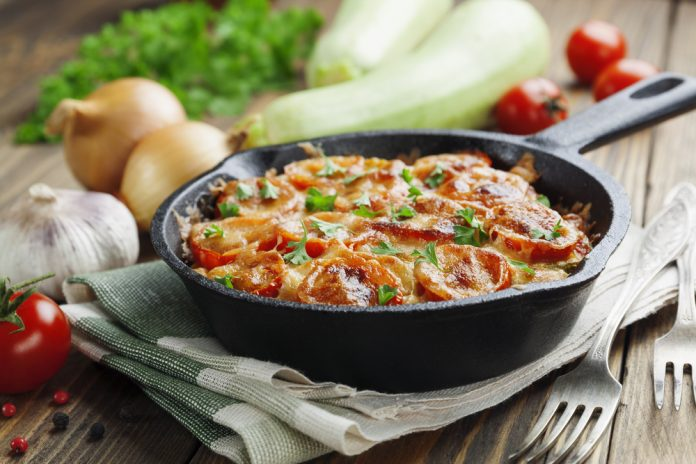zapečená cuketa s rajčaty a sýrem