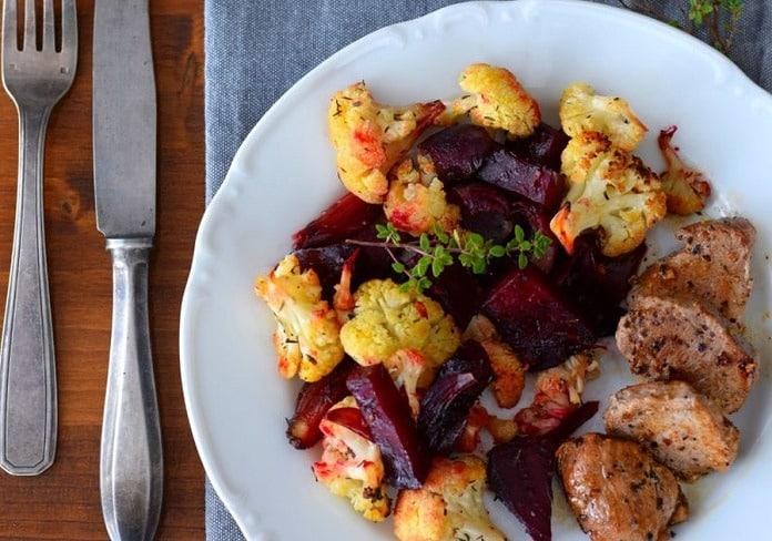 pečená zelenina s tymiánem a vepřovou panenkou