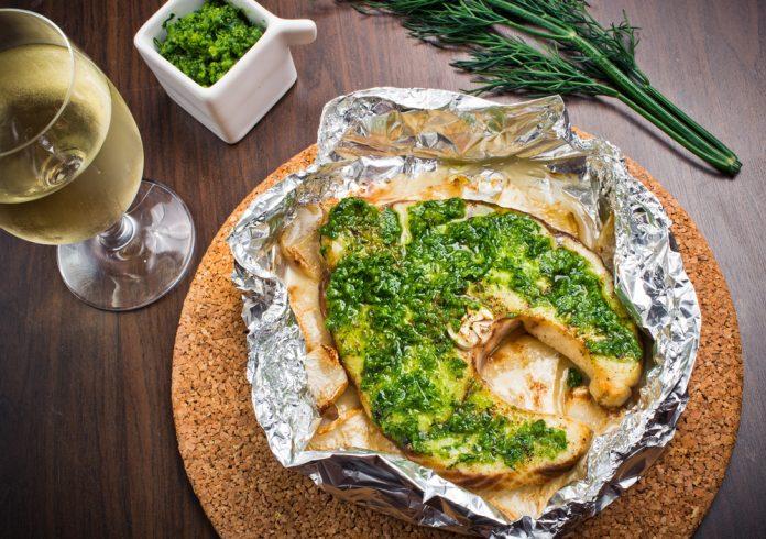 losos s bazalkovým pestem a bramborovou kaší