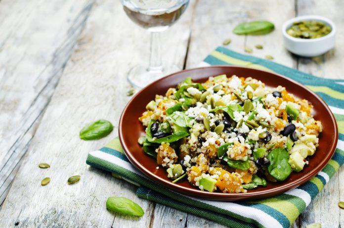 salát s quinoou a pečenou dýní