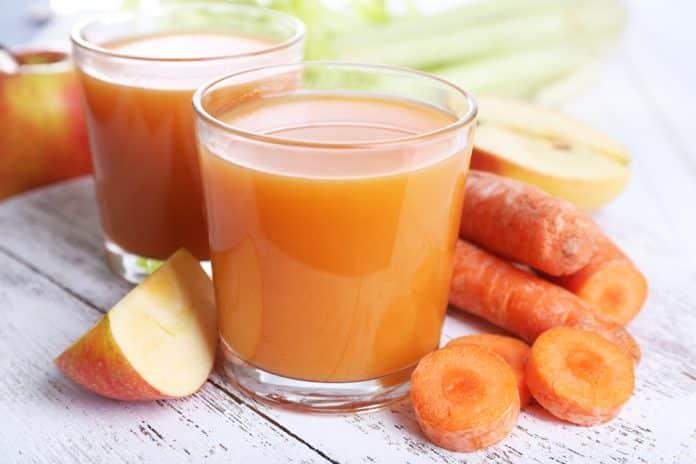 smoothie z jablka, mrkve a řepíkatého celeru