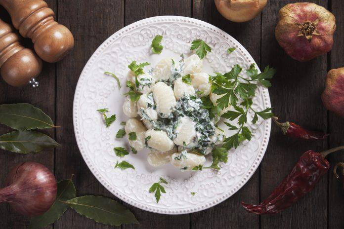 celozrnné gnocchi se špenátem a sýrem
