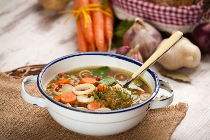zeleninová polévka zahuštěná ovesnými vločkami