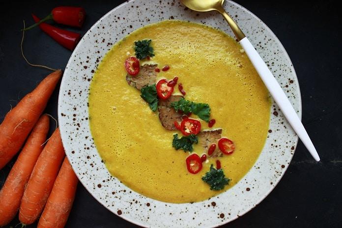 pikantní mrkvová polévka se zázvorem a chilli