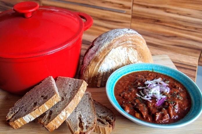 Hlivový gulášek s domácím chlebem