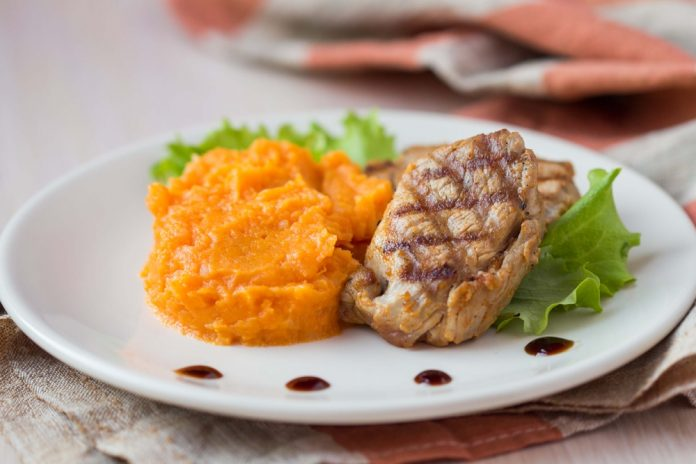 vepřový steak s batátovým pyré