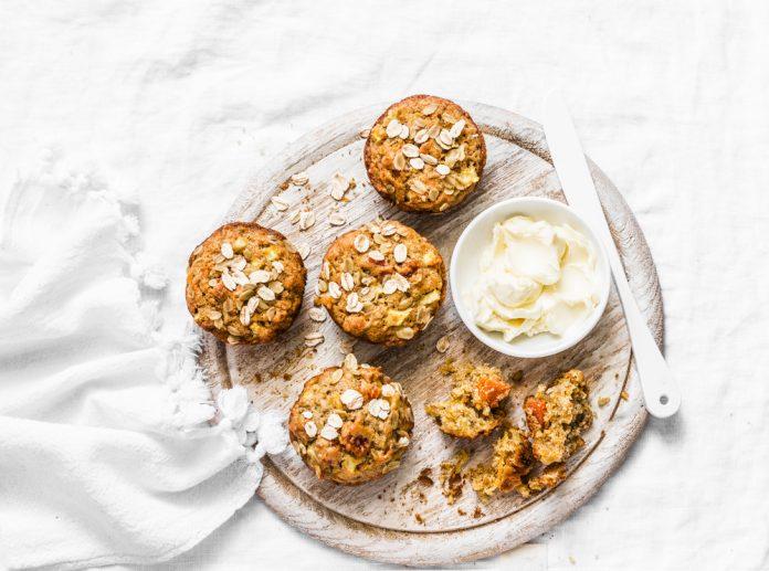 celozrnné muffiny s tvarohem a ovocem
