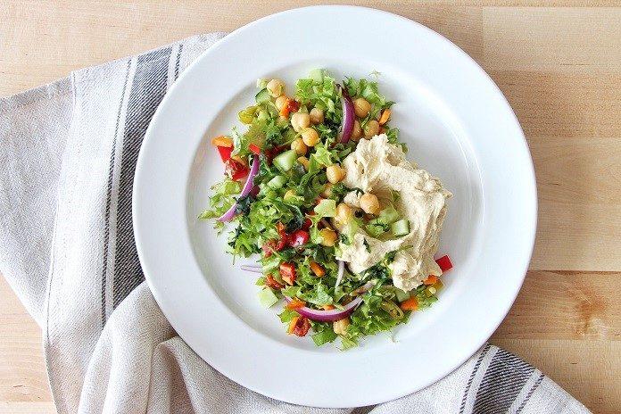 cizrnový salát s pikantním hummusem
