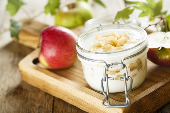 jogurt a jablko