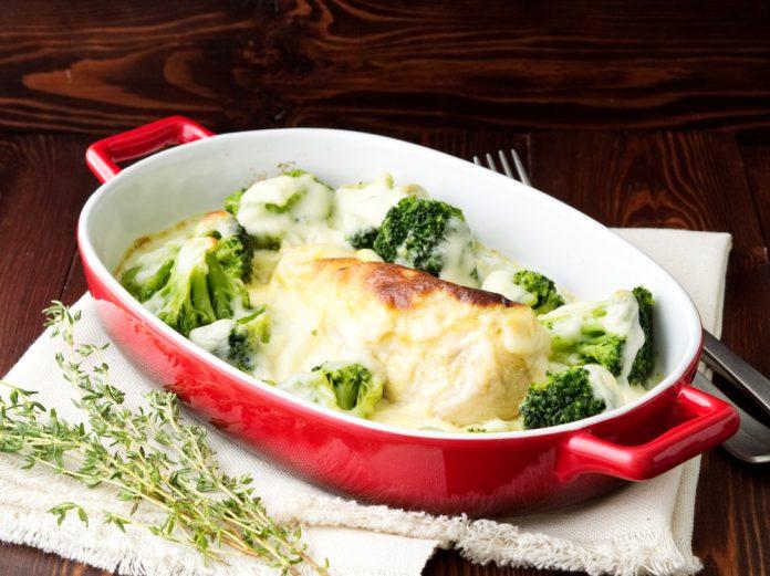 kuřecí prsa zapečená s brokolicí a sýrem