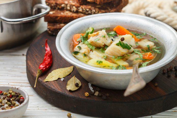 zeleninová hustá polévka s filé z tresky
