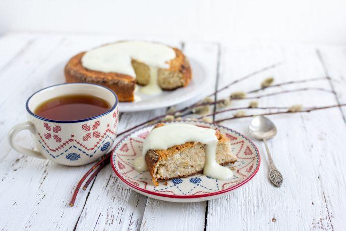 banánový koláč z jáhlové mouky s řeckým jogurtem